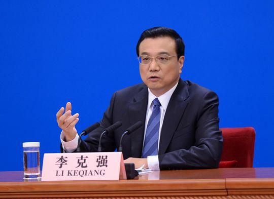 3月13日,国务院总理李克强在人民大会堂会见中外记者并回答记者提出的问题。人民网记者 于凯 摄